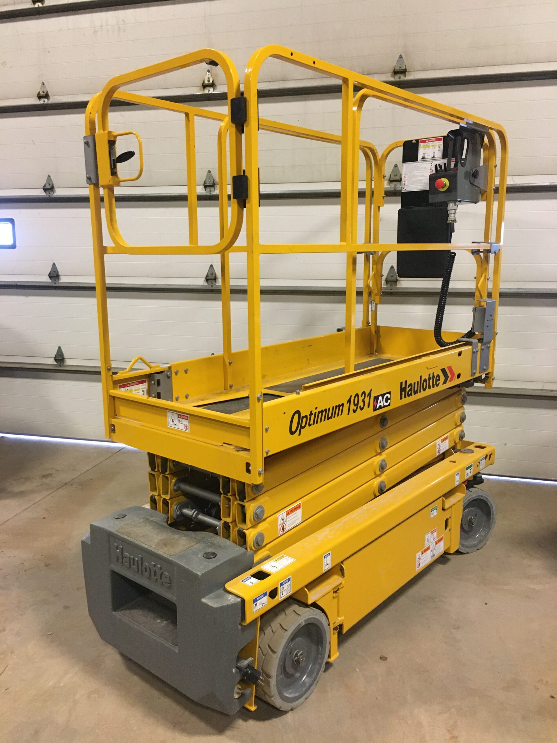 19ft Scissor Lift Image