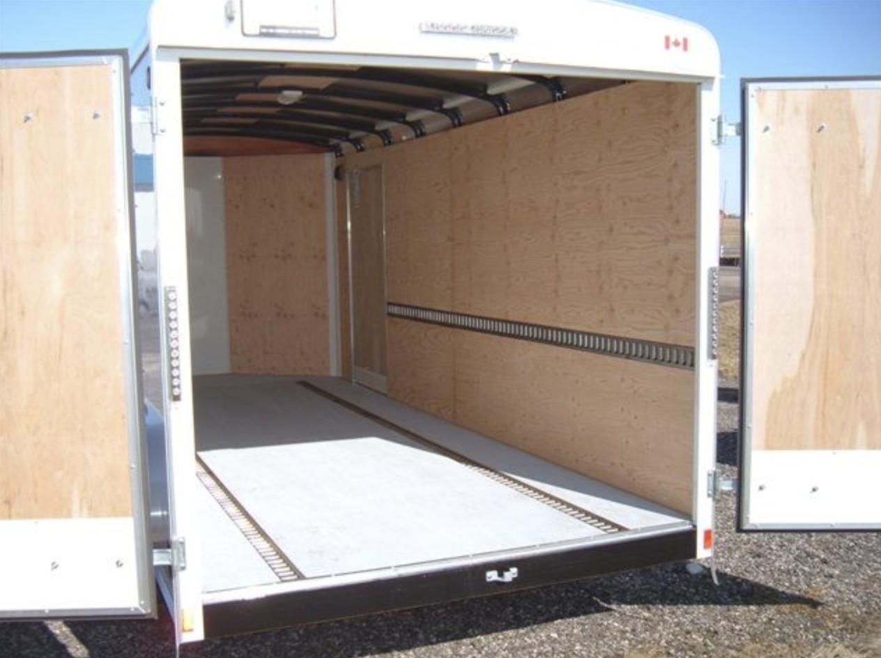 Enclosed Tandem Axle 7x16 Image