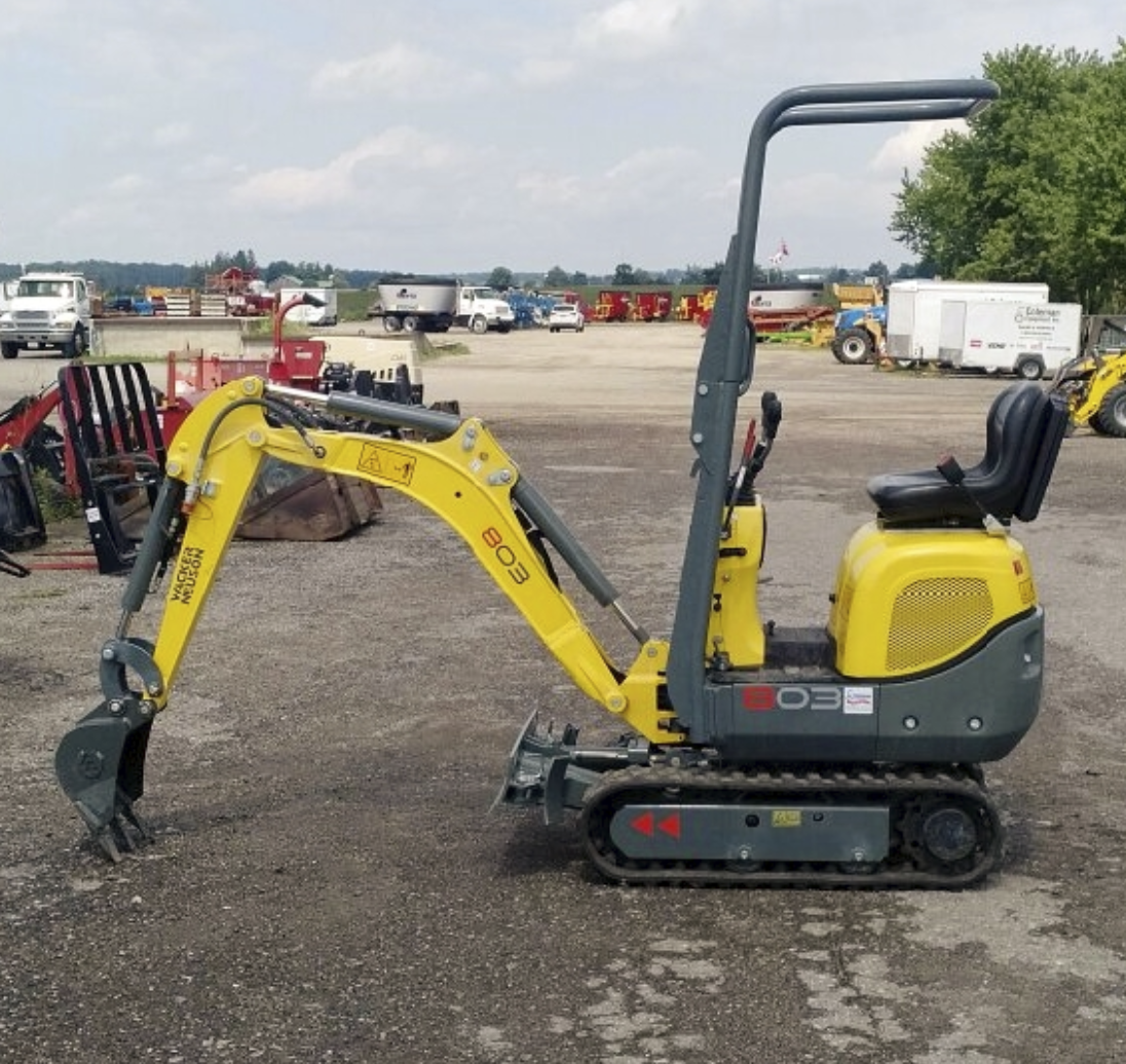 Mini Excavator 28 inch, 0.8 tonne Image